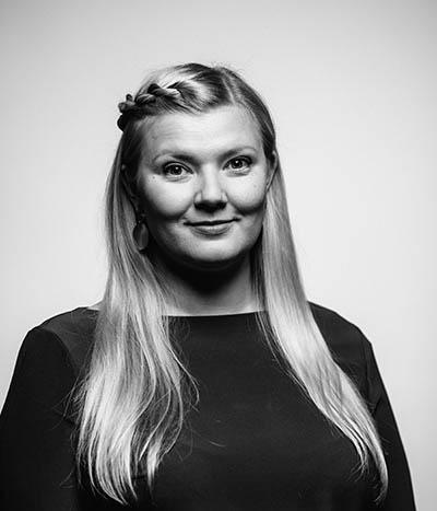 Kasvokuvassa viestintäkonsultti Elina Salmu