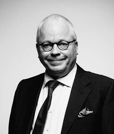 Kasvokuvassa hallituksen puheenjohtaja Harri Saukkomaa