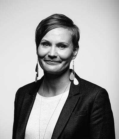 Kasvokuvassa viestintäkonsultti Jenni Vuorio