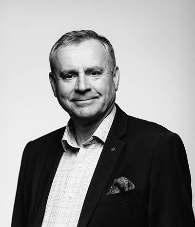 Kasvokuvassa neuvonantaja Mikko Ohela