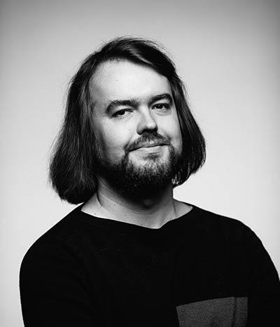 Kasvokuvassa viestintäkonsultti Niko Vartiainen